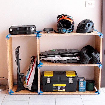 CORAL, the perfect shelf for your garage